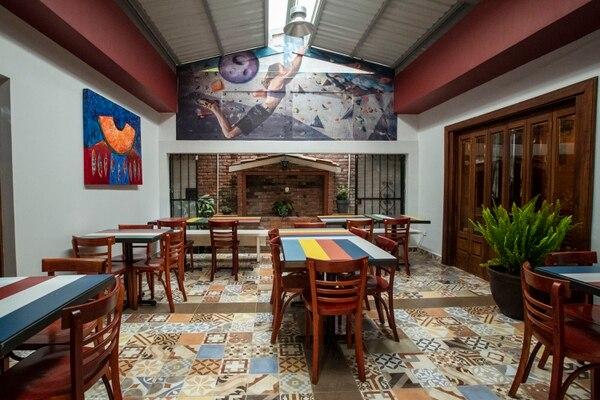 El nuevo restaurante cuenta con ocho espacios diferentes decorados con arte nacional. Fotografía: José Cordero.