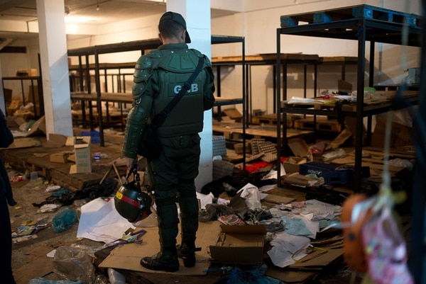 Los fuertes disturbios y saqueos del viernes 16 y sábado 17 de diciembre pasado en varios puntos de Venezuela, debido a la salida de circulación del billete de 100, dejaron tres muertos, según la Fiscalía.