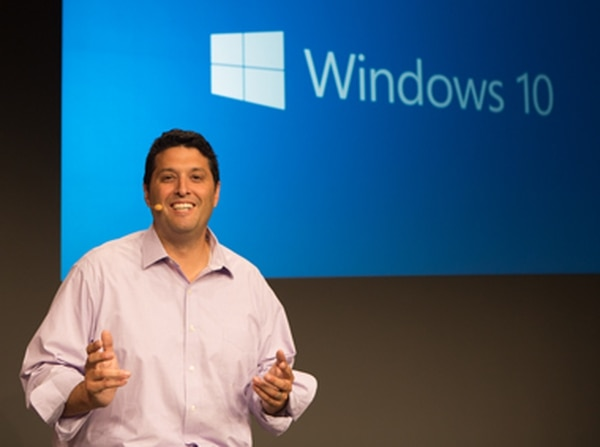 Terry Myerson, vicepresidente ejecutivo del grupo de sistemas operativos de Microsoft, presenta Windows 10, cuya versión técnica preliminar para PC estará disponible el 1° de octubre.