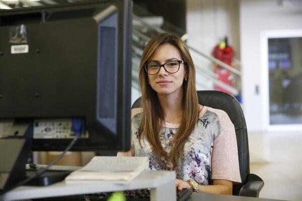 La reportera Evelyn Fernández tiene cuatro años de laborar en El Financiero y ya acumula tres premios en temas de periodismo económico y de negocios.