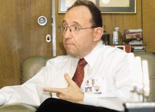 3/2/06. Entrevista con el dueño de la empresa Yanber Samuel Yankelewitz.
