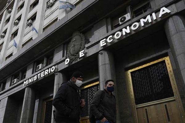 Argentina se tambalea al borde de un segundo incumplimiento de pago, en este siglo, tenía como límite el viernes 22 de mayo para cancelar $500 millones de su deuda. Fotografía: AFP.