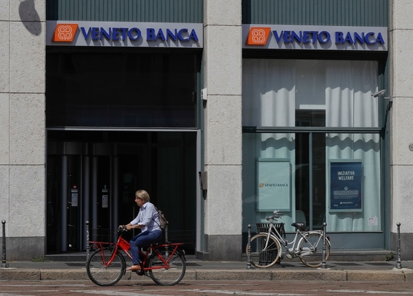 El Banco Central italiano indicó que las agencias de Banca Popolare di Vicenza y Veneto Banca abrieron normalmente este lunes 26 de junio y que todas las operaciones se pueden efectuar normalmente