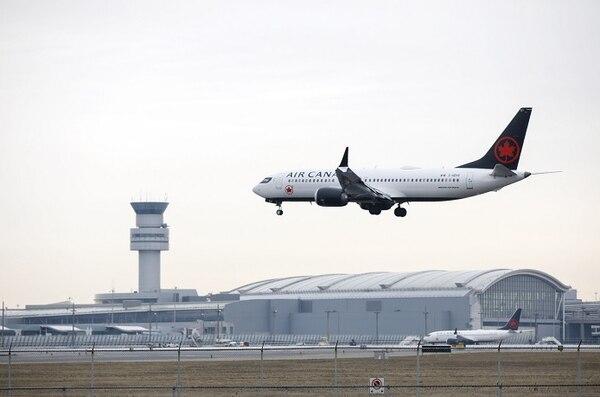 """Boeing suspendió la entrega de aviones de dicha serie """"hasta que se encuentre una solución"""", pero descartó detener la producción de la aeronave (es el modelo más vendido de la compañía). AFP para EF."""