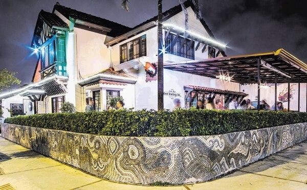 Costa Rica Beer Factory @ fue uno de los primeros negocios en llegar a Barrio Escalante, cuando existían cerca de cinco restaurantes en la zona. Actualmente, el barrio alberga cerca de 40 establecimientos gastronómicos.