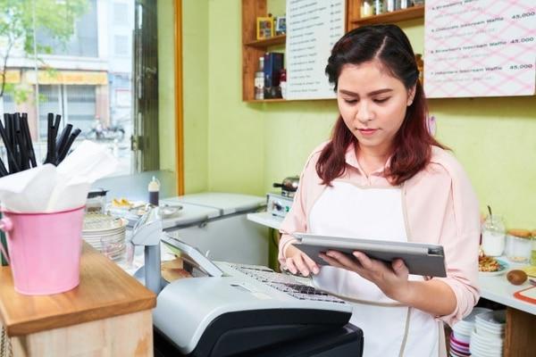 Los negocios maduros digitalmente aplican tecnologías que aumentan la eficiencia y eficacia, lo cual genera crecimiento en la oferta de sus productos o servicios y en la captación y fidelidad de sus clientes. (Foto archivo)