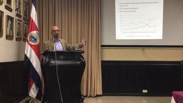 El politólogo Aaron Schneider visitó Costa Rica para recapitular los principales aciertos y desatinos de las reformas tributarias de la región latinoamericana