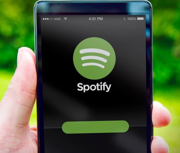 La nueva oferta ahora permite a los suscriptores de la versión gratuita escuchar el tema que desean tantas veces como lo deseen, siempre y cuando aparezca en una de las 15 listas de reproducción personalizadas de la plataforma.