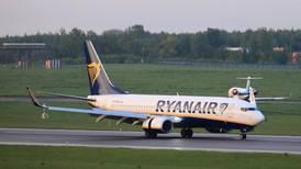 Ryanair y aeropuertos demandan al gobierno británico por restricciones a viajes internacionales