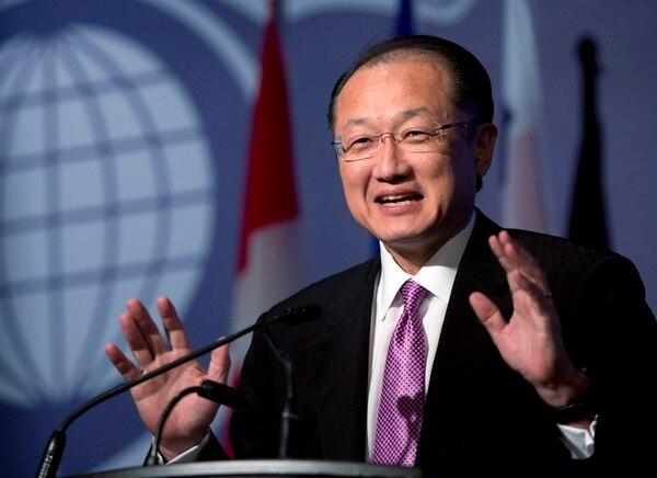 Crecimiento mundial también registró una baja, según dijo Jim Yong Kim, presidente del Banco Central