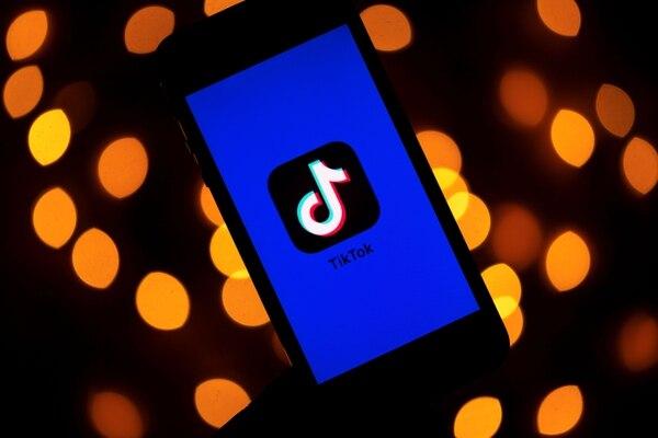 TikTok cuenta con unos 1.000 millones de usuarios en el mundo, en su mayoría niños y adolescentes que aman los videos súper cortos, generalmente musicales, curiosos o graciosos. Foto: AFP