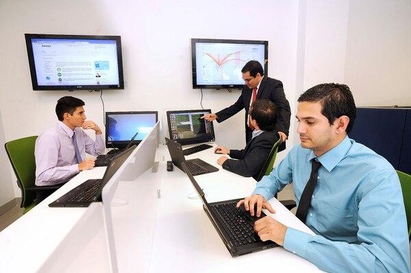 Deloitte brinda auditoría, consultoría, asesoramiento financiero, gestión de riesgo, impuestos y servicios relacionados a clientes públicos y privados distribuidos en múltiples industrias.