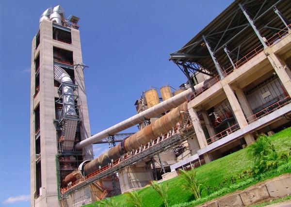 Este es el horno que tiene Holcim en Aguacaliente de Cartago, el cual procesa 30.000 toneladas de residuos.