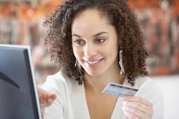 Los clientes pueden contratar servicios domésticos y otros o adquirir productos mediante las nuevas plataformas en línea. (Foto archivo)