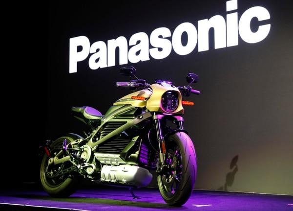Harley-Davidson está aprovechando la feria CES para lanzar su primera motocicleta eléctrica LiveWire, la cual tendrá una conexión celular para monitorear la carga o verificar dónde está estacionada. (AP /John Locher)