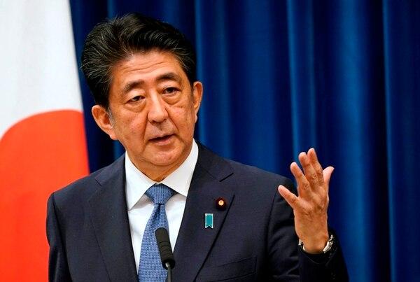 Shinzo Abe anunció su salida durante una conferencia de prensa. De inmediato se desataron las especulaciones sobre sus posibles sucesores: con los perfiles que quienes parecen elegibles, el pulso por el liderazgo es incierto. Foto: AFP
