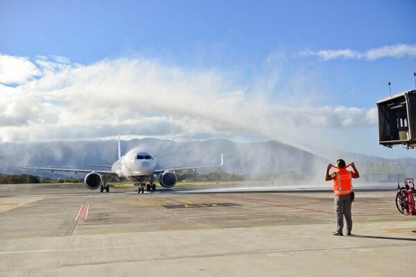 Costa Rica recibió nuevamente vuelos internacionales a partir del 1 de agosto del 2020 provenientes de una reducida lista de países. Semanas después, abrió las fronteras aéreas a todo el mundo, con lo que pretendía reactivar la actividad del turismo, una de las más afectadas por la COVID-19. Foto: Jesus Fung Yan.