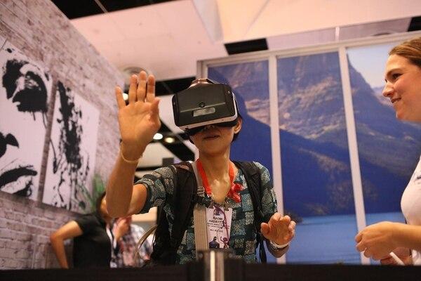 Las aplicaciones de realidad virtual se multiplican desde el entretenimiento y los videojuegos hasta los usos empresariales para diseño, ventas, publicidad, impulso de productos, educación y capacitación, entre otras.