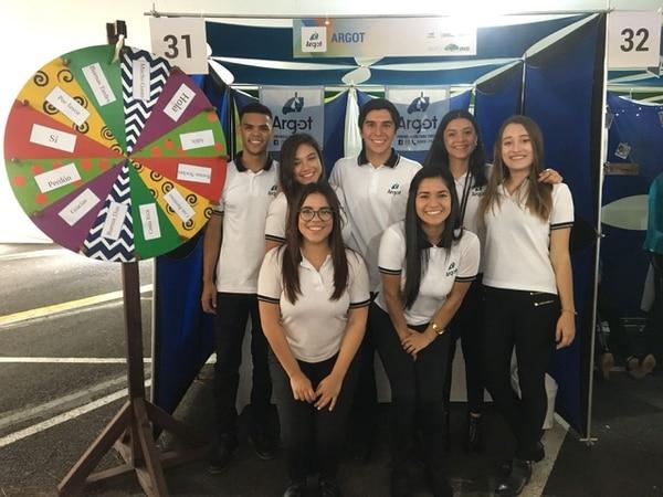 El proyecto Argot fue desarrollado por estudiantes del recinto de Paraíso de la UCR. En la foto aparecen los jóvenes Jean Carlos Romero, Daniela Meneses, Isaac Barrantes, Irene Varela, Nicole Hernández, Valeria Gómez y Daniela Cerdas. (Foto: Argot para EF).