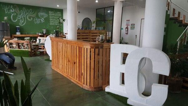 El Continental Business Center utiliza mobiliario y decoración con elementos 100% reciclados y elaborados en el sitio.