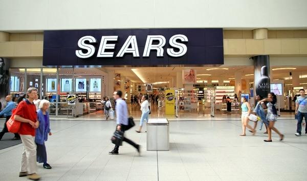 Para 1993 Sears había cerrado su red de almacenes y había abandonado el negocio por catálogo; básicamente se deshizo de lo que ahora forma la base del e-comercio.