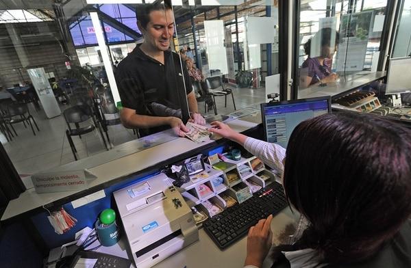 Parte del personal que buscan son los cajeros bancarios con experiencia en banca y estudios afines.