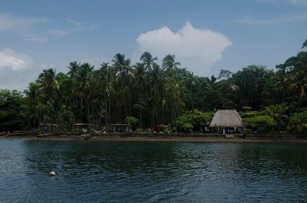 El hotel se ubica en una isla cercana a Paquera de Puntarenas.