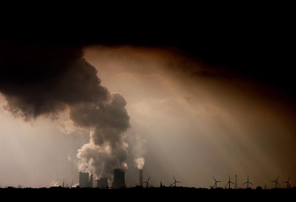 En su informe anual, en el que compara las emisiones reales de gases de efecto invernadero con las compatibles con los objetivos de París, advierte que la reactivación tras el parón de la economía por el nuevo coronavirus tendrá que ser muy ecológica para evitar lo peor.
