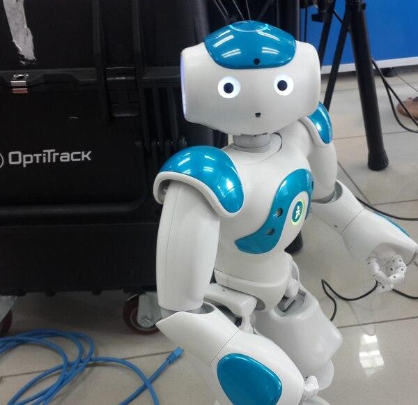 Se trabaja con algoritmos que permiten que los robots pateen, reconozcan objetos, agarren cosas y caminen o corran. El proyecto es desarrollado pro PRIS-LAB.