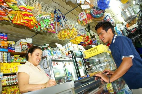 Los consumidores ticos tienden ahora a comprar por semana o diariamente más que quincenal