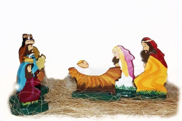 Para esta época, a Isabel Pineda se le ocurrió diseñar candelas del pasito navideño. Este producto se está vendiendo en esta temporada en Cemaco. (Arte y Expresión para EF).
