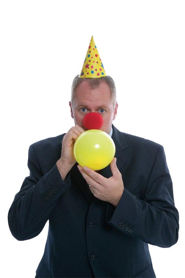 Procure que el ambiente de la reunión sea ameno, sin caer en la tentación de ser el centro de la fiesta.