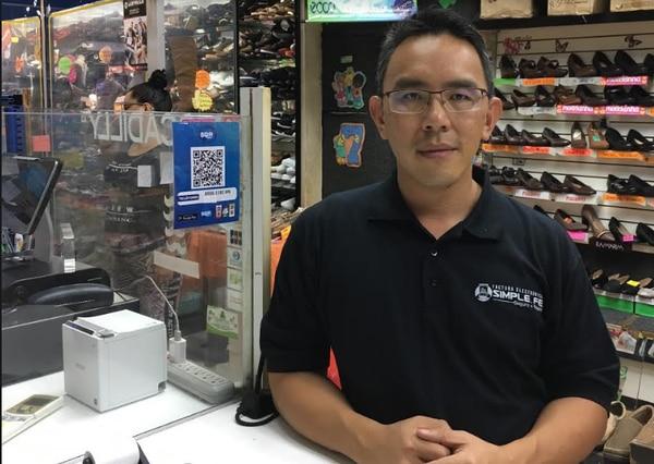 Andrés Sheh Con, gerente de Sazas Mobile Tech Ltda, que creó SQR Pagos, afirmó que la app le permite recibir el pago de inmediato enl a cuenta bancaria del negocio sin pago de comisiones. (Foto para EF)