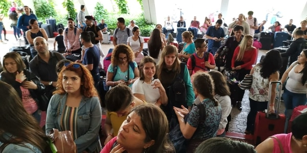 Un grupo de 180 costarricenses esperaron alrededor de cinco horas para ser ubicados en sus habitaciones el pasado miércoles 17 de abril Crédito: grupo de afectados.