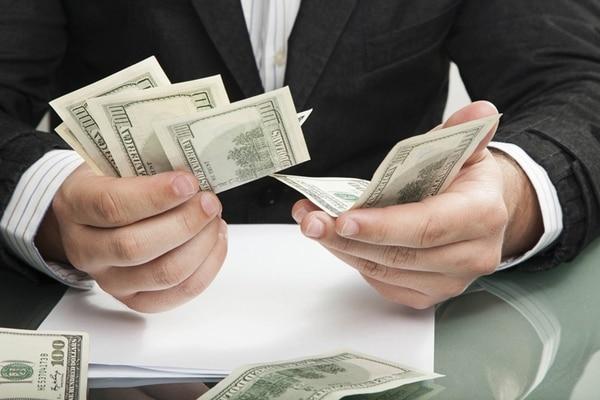 La mayoría de las empresas aplica una misma política salarial para todos los empleados, sin importar el cargo.