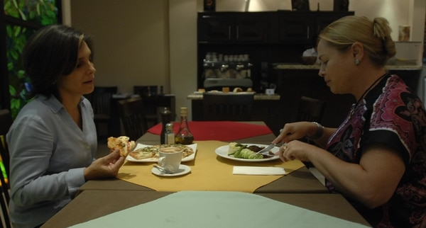 Lo que ordena su compañía en el restaurante influye en lo que usted elige del menú