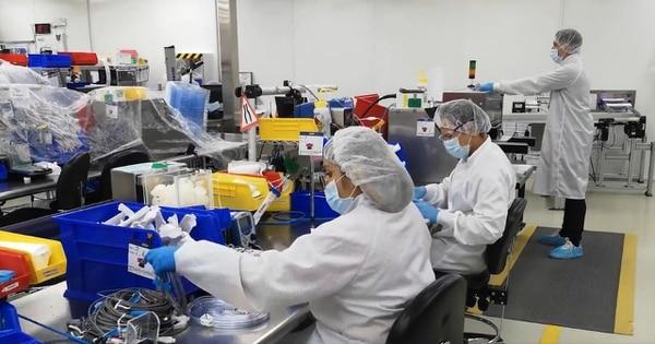 La empresa de dispositivos médicos amplió la capacidad de su planta de manufactura e invirtió en tecnología para aumentar la eficiencia de sus líneas de producción. Foto: Captura de pantalla de https://viantmedical.com/resource/site-tour-heredia-costa-rica/