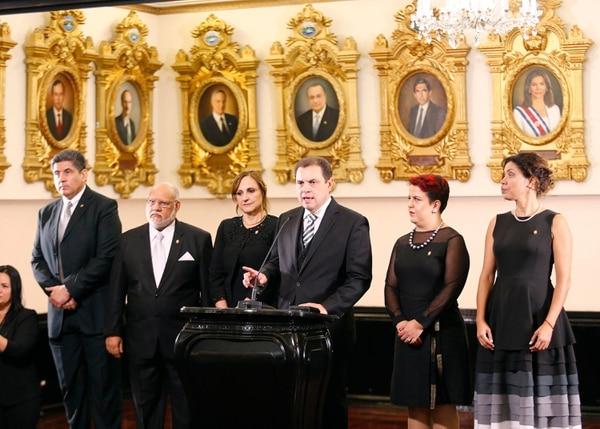 Conferencia de prensa con el nuevo Directorio Legislativo encabezado por Carlos Ricardo Benavides del PLN quien presidirá el Congreso para el periodo 2019-2020. Fotografía: Albert Marín.