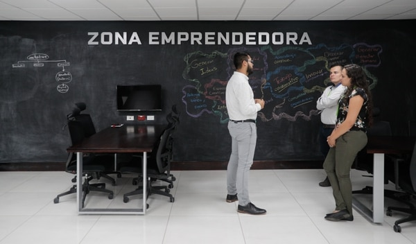 El Nova Hub cuenta con una zona de trabajo para los emprendedores. (Foto Jeffrey Zamora)