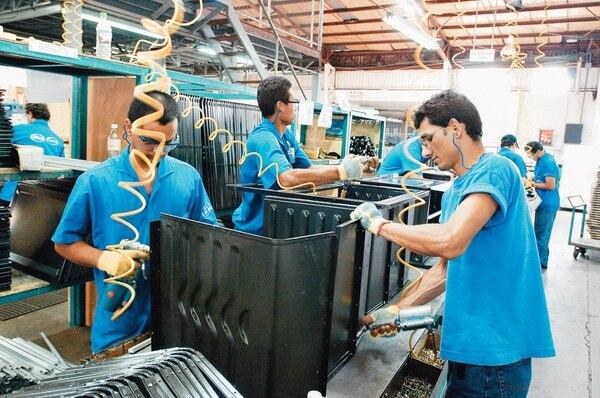 La planta de Mabe en Costa Rica tenía una capacidad de producción de 275.000 refrigeradores al año que, en su totalidad, eran exportadas a Centroamérica. Su cierre dejará sin empleo a 445 colaboradores directos.
