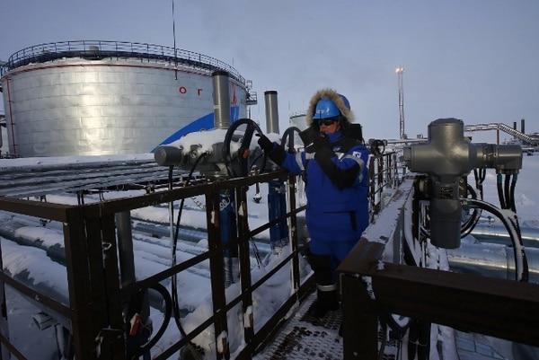Rusia aceptó bombear 300.000 barriles diarios menos.