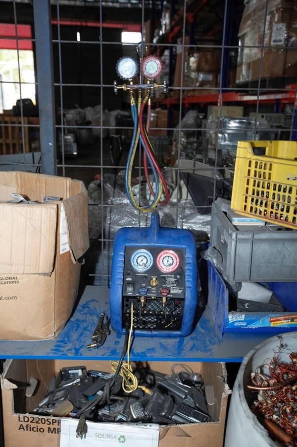 La extracción de gases refrigerantes y el almacenamiento de espuma son prácticas de la empresa Solirsa.