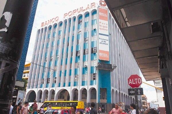 El Banco Popular cuenta con 424 propiedades para la venta. La mayoría se trata de terrenos para construir y casas de habitación. En enero del 2012, la cartera de inmuebles adjudicados de la entidad constaba de 280 propiedades.