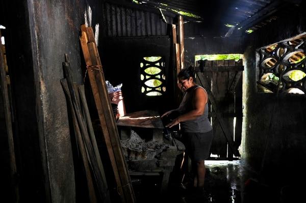 María Matarrita es una vecina de Moín, Limón, que vive en condición de pobreza extrema. Fotografía: Rafael Murillo.