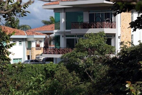 03/11/2017 Agentes del OIJ allanaron varias propiedades del Juan Carlos Bolaños investigado por el Cemento Chino, la casa en Guachipelin de Escazú, las oficinas Grupo JCB en la Uruca.fotos Alonso Tenorio