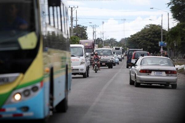 En términos absolutos, los buses registran la mayor subida con un crecimiento de ¢5.139. Fotografía: John Durán