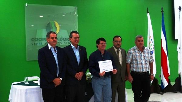 Representantes de la Finca San Pablo de Corbana recibieron la marca que los declara oficialmente carbono neutrales.