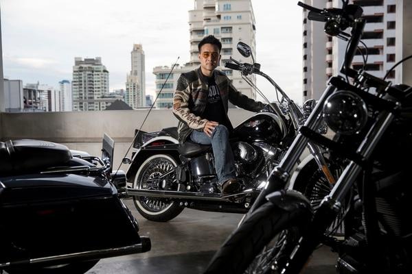 La Harley más cara de Akaravech Chotinaruemol, en Bangkok, una custom 2013 Road Glide, costó aproximadamente $60.000 , gracias en parte a los altos aranceles de Tailandia.