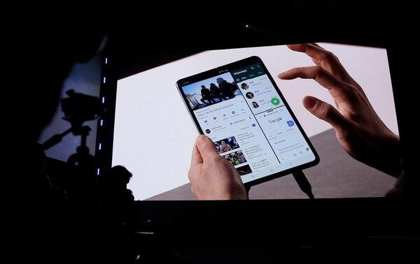 El 20 de febrero, Samsung compartió algunos detalles acerca del Galaxy Fold, que desdoblado revela una pantalla de 7,3 pulgadas (18,5 cm), tamaño similar al de una tableta.