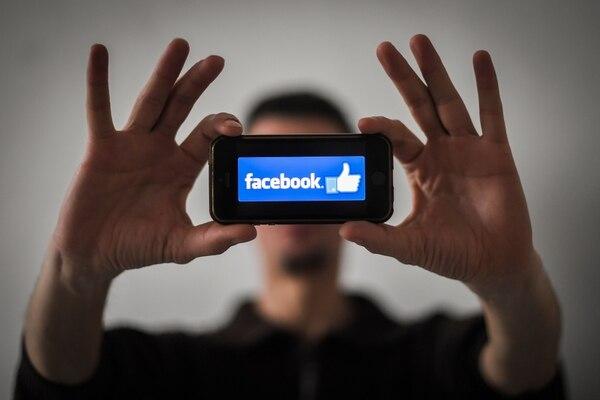 Facebook fue sacudida el año pasado por una serie de escándalos sobre la protección de datos y la privacidad. (Foto: LOIC VENANCE / AFP)